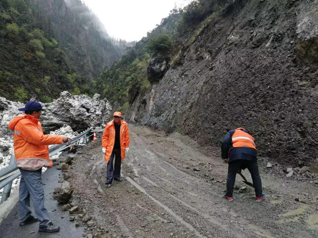 重走天路看变迁丨人在路上,路在心上:川藏线上一家三代人的养路情
