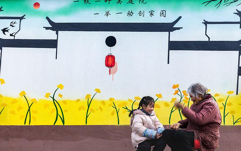 湖北襄阳:乡村文化墙融合村民生活唯美动人