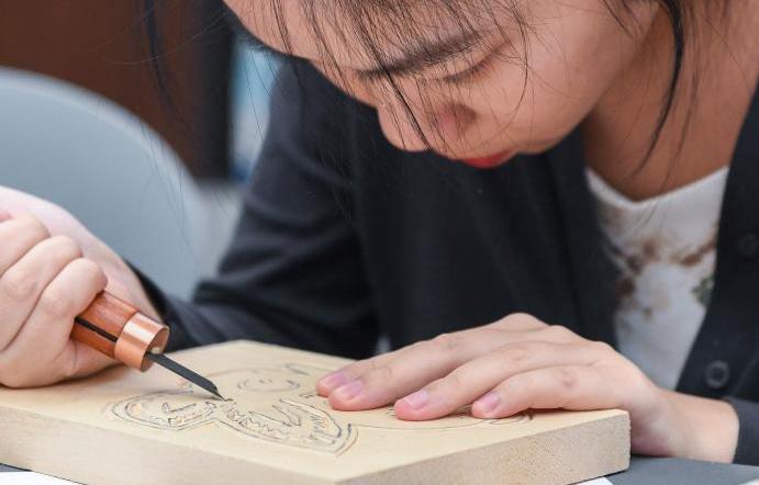 走近国家级非遗十竹斋木版水印技艺 体验手作乐趣