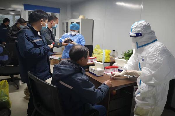 十七冶路桥分公司项目部开展全员核酸检测工作